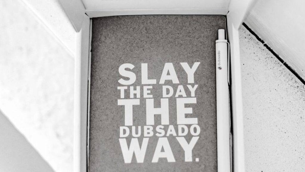 Auntee Reviews: Dubsado. Slay the Day, the Dubsado Way notebook and pen pic